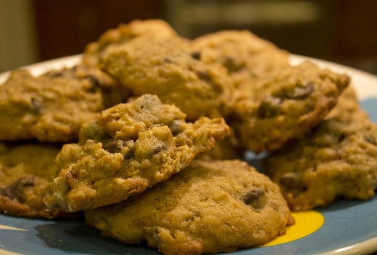 banana walnut chocolate chips cookies | Nom Nom