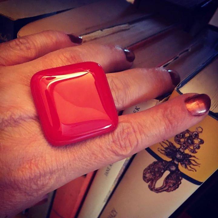 Rrrred #ring #nyiriandrea #jewelry #jewelrygram #fusingglass #statement #jewel #jewelrydesigner #red