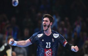 Ludovic Fabregas celebra un tanto en la semifinal frente a Eslovenia.