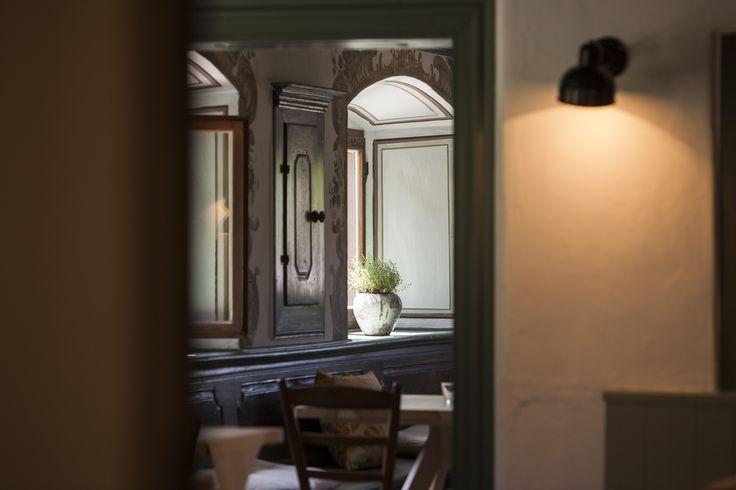 eins der vier esszimmer die im bio hotel tannerhof nahe rosenheim in bayrischzell im zeitlos. Black Bedroom Furniture Sets. Home Design Ideas