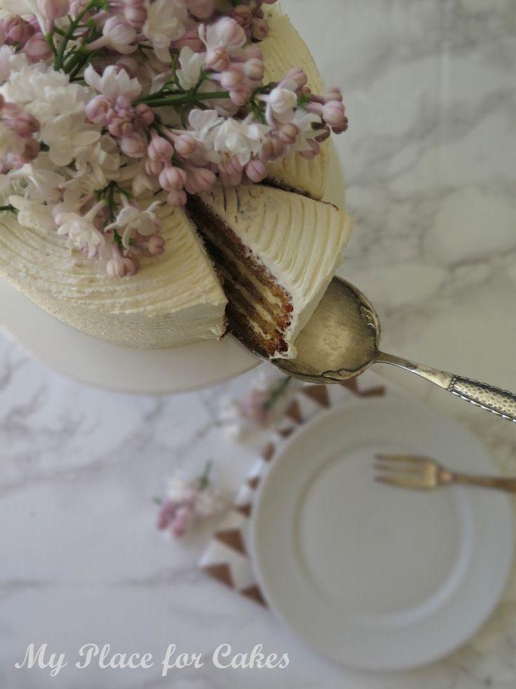 Delicious carrotcake with creamcheese frosting || Lækker gulerodskage med frosting af flødeost