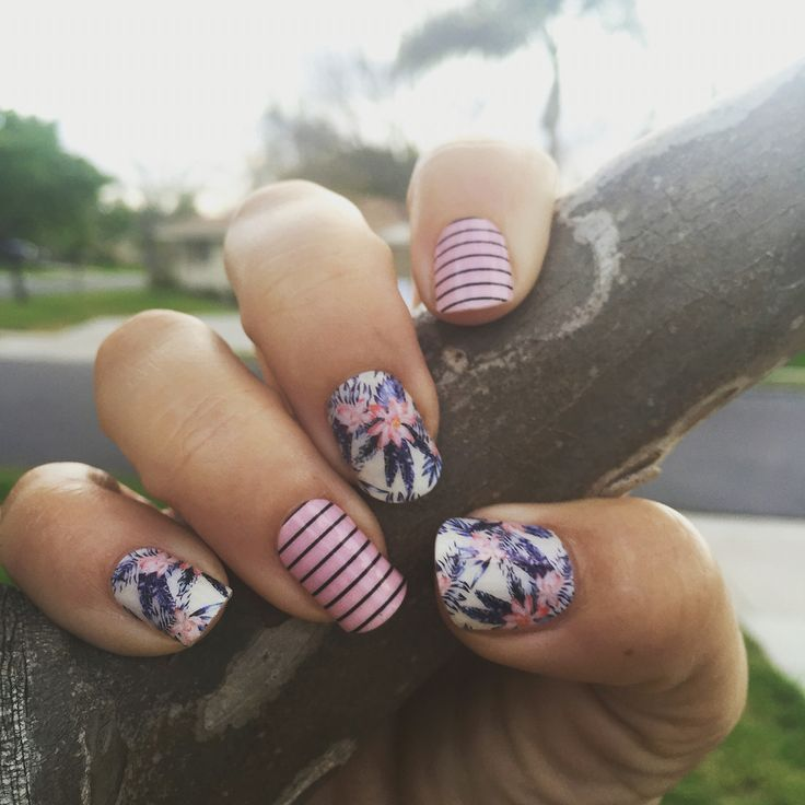 I am in love with these two Jamberry nail wraps!  Tiki hut and Beverly Hills look amazing together, add a little Trushine over top and you are good to go for a three week mani!  #tikihutjn #beverlyhillsjn #jamberry #mixedmani