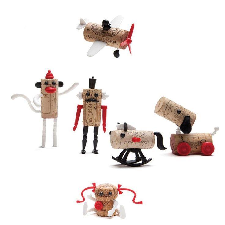 Une idée de cadeau rigolote à ajouter à une bouteille de vin lorsqu'on est invité chez des convives ! Ces petits sets se glissent autour du goulot et permettent de customiser le bouchon en liège qui deviendra ainsi le souvenir d'une soirée . Chaque paquet contient au choix une unité, soit un avion, une petite fille, un cheval à bascule, un singe, un chien ou un soldat. Voir ci-dessous... 6,50 € http://www.lafolleadresse.com/les-amusants-/2419-corkers-pour-bouchons-de-bouteille.html