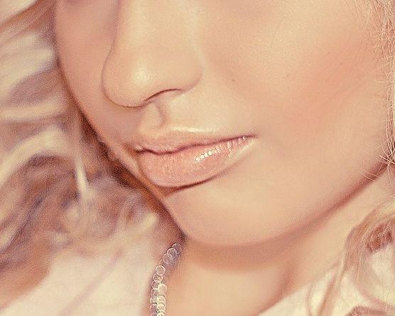 Avoir des lèvres pulpeuses sans chirurgie esthétique et sans Botox