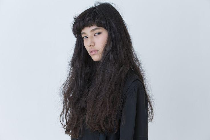 【CYAN's choice】エキゾチック感をほんのり薫らす モードでクールな黒髪ロング