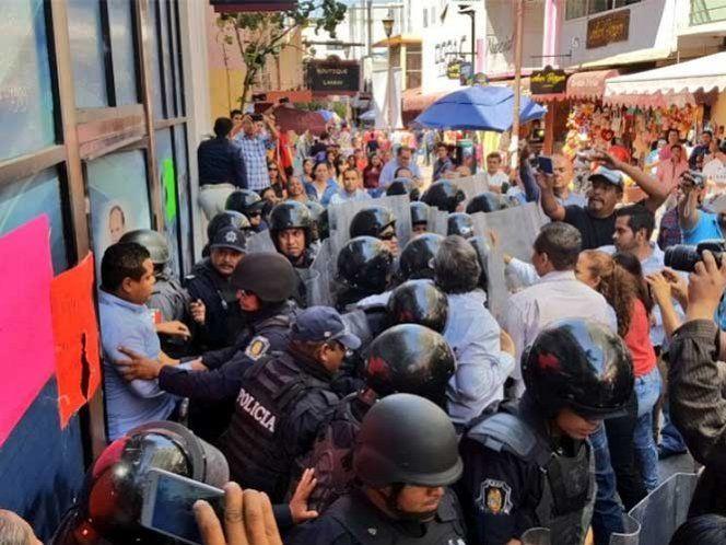 Militantes del PAN se enfrentan a golpes en Chilpancingo, Guerrero - http://www.notimundo.com.mx/estados/militantes-del-pan-chilpancingo-guerrero/