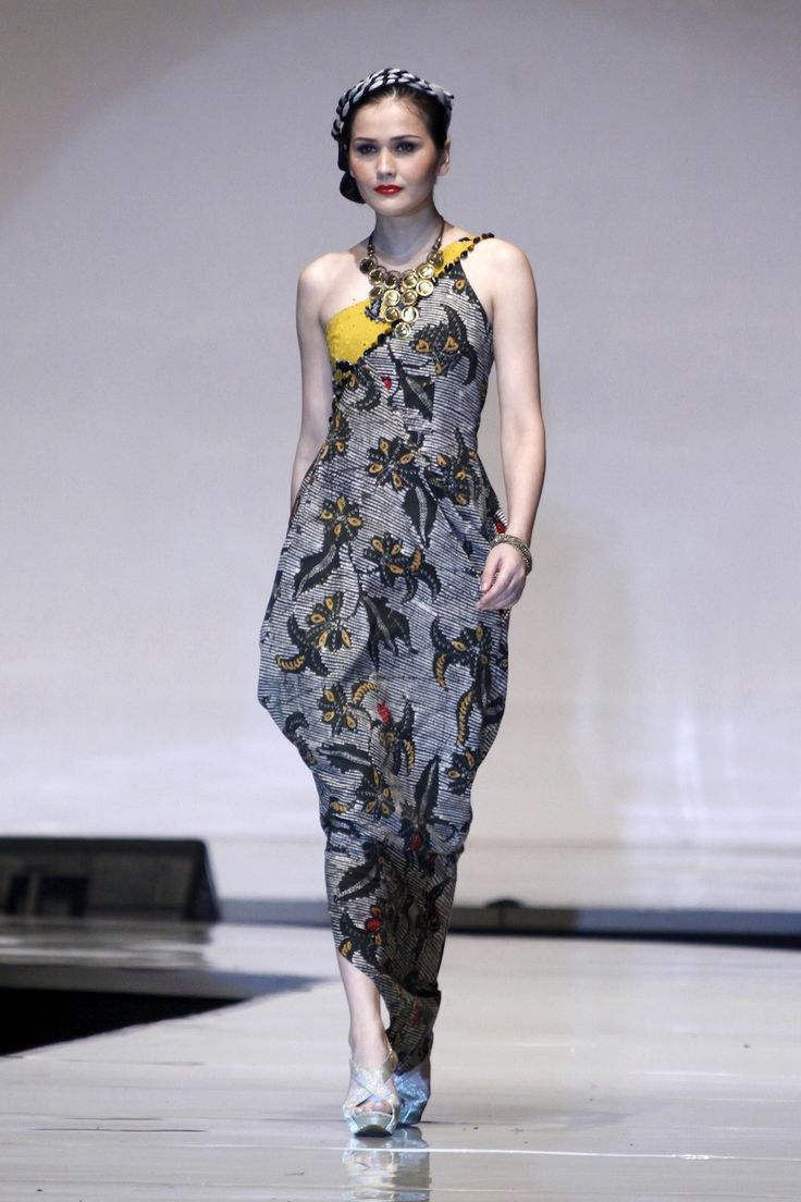 Indonesian Designers Show Their Best At World Batik Summit
