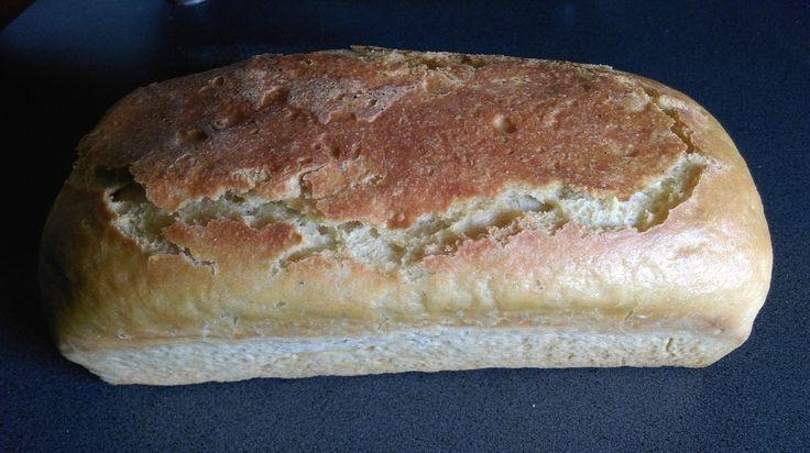 Pain à la farine de maïs j'ai mis comme titre pain à la farine de maïs parce que ce n'est pas un pain au maïs mais un mélange de farines dont celle de Maïs qui malgré une quantité moins importante que les autres farines présentent, donne une typicité...