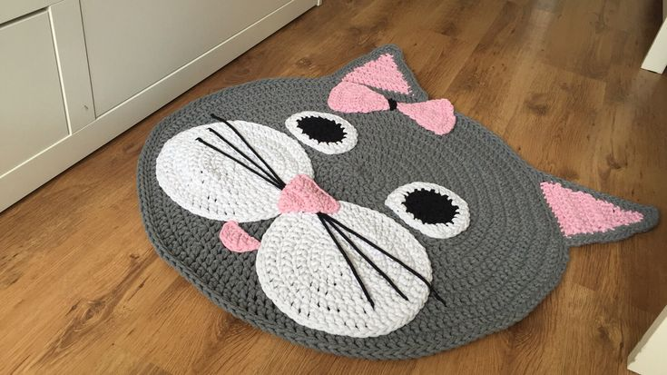 no pattern, but adorable!  :-)