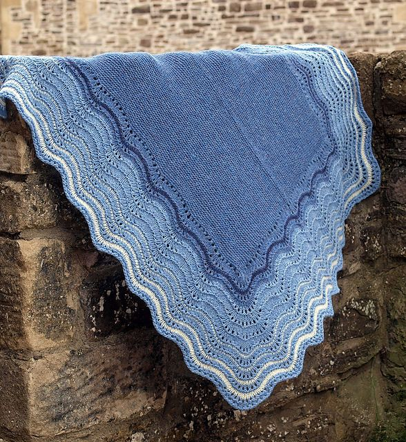 Knitted Flowers Free Patterns : 17 Best images about Knitted Shetland Haps on Pinterest Wool, Yarns and Rav...