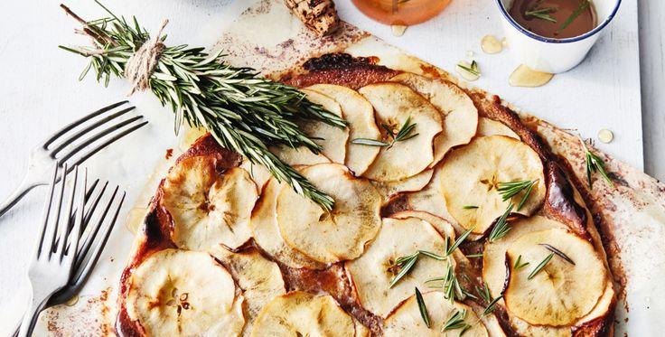 snelle appeltaart met rozemarijn-honingsiroop