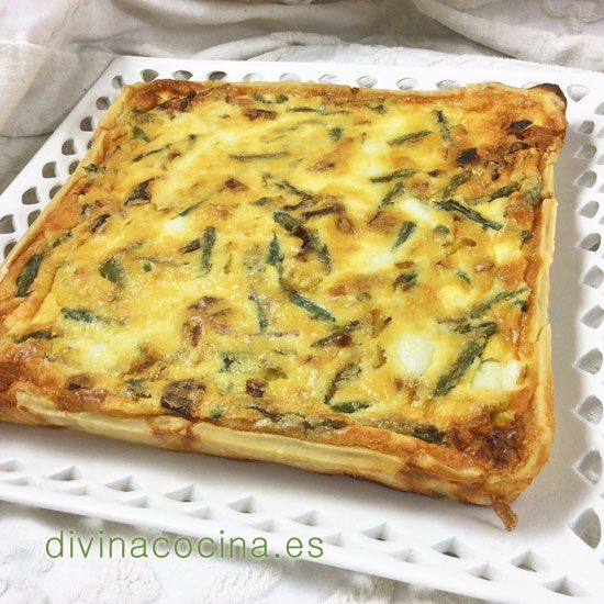 Esta quiche de espárragos trigueros puede servirse fría o caliente, y puede prepararse con queso fresco o requesón a tu gusto. Si te gusta puedes añadir champiñones o puerros picados y rehogados con los espárragos.