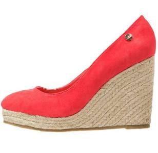 Xti Zapatos Altos Coral Una Buena Colección De Zapatos Si te gusta bailar es imprescindible tener una buena colección de zapatos de salón rojos de mujer. Con ellos las noches de diversión serían perfectas.