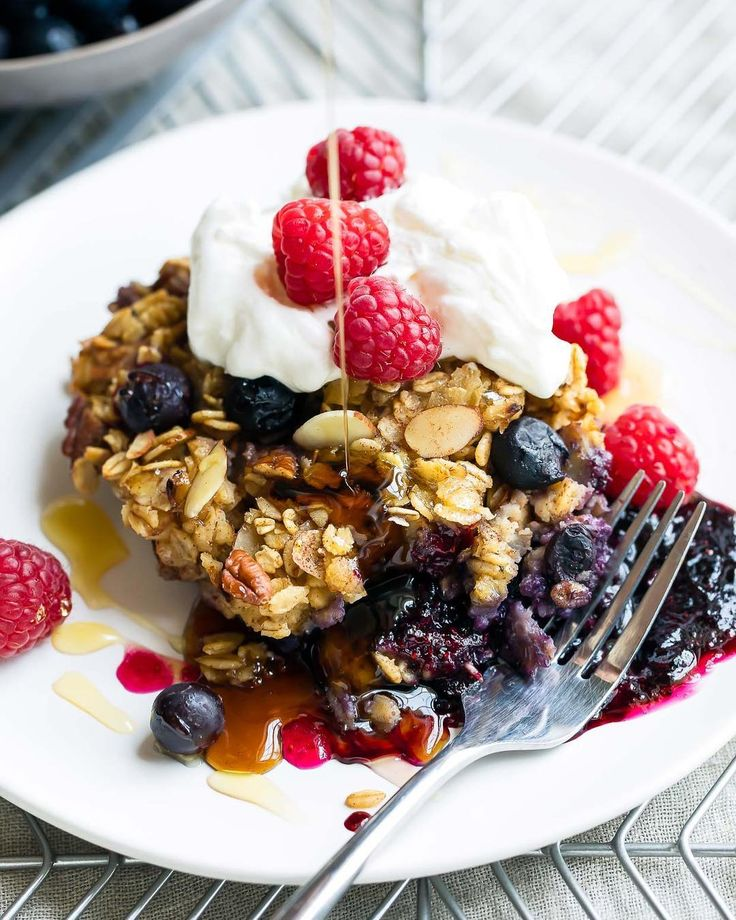 Kuchen zum Frühstück? Oh ja! Gebackene Haferflocken sind lecker, gesund und h …   – Natürlich Essen – kein Zucker