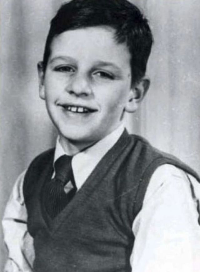 Fascinating Vintage Photographs of Ringo Starr as a Child | Ringo starr,  The beatles, Young celebrities