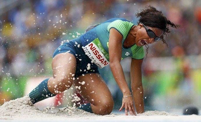 Silvania Costa salto em distância T11 paralimpíada rio 2016 (Foto: Reuters)