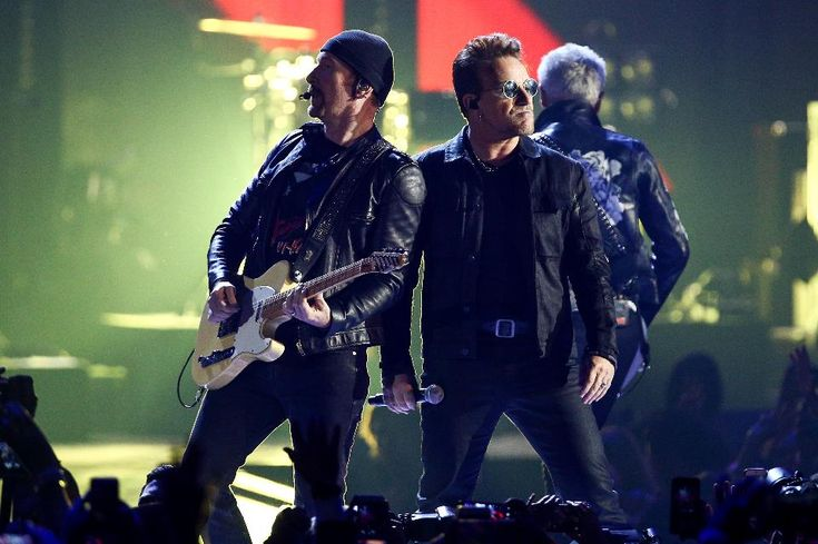 U2 исполнили новую песню The Little Things That Give You Away - http://rockcult.ru/news/u2-performed-new-song-the-little-things-that-give-you-away/