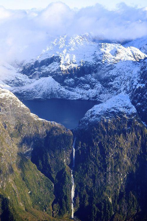 Southern Alps, South Island, New Zealand (by Mark Vuaran)