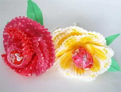 Roses fetes amb motlles de paper de magdalenes.