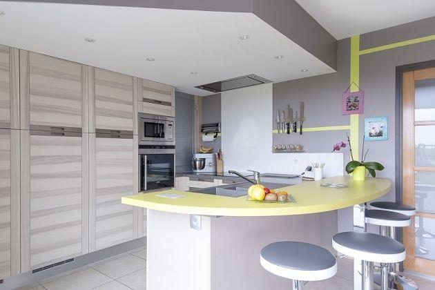 Cuisine avec hotte et spots encastr s dans faux plafond for Spot dans cuisine