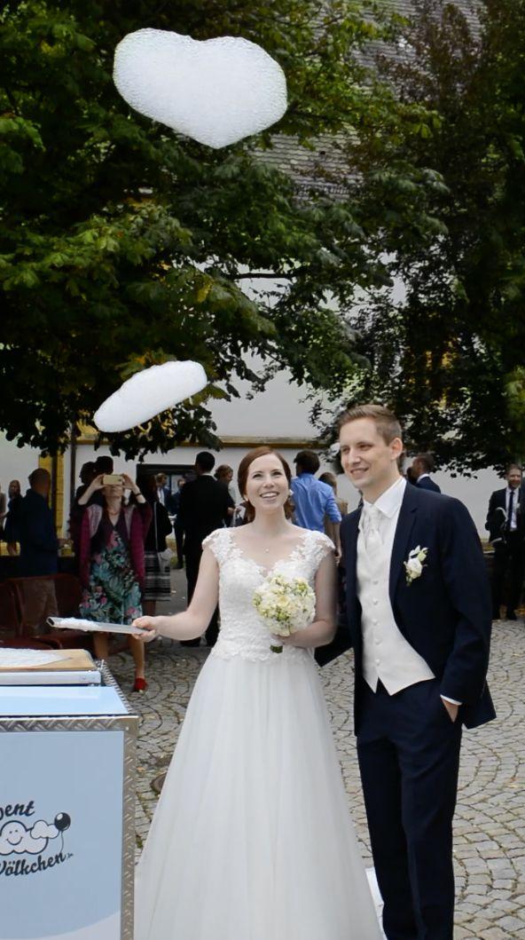 Eine Hochzeitsüberraschung für das Brautpaar die sich auf besondere Art abhebt und in positiver Erinnerung bleibt! Ein Lächeln und großes Staunen sind garantiert. Und alles ganz umweltfreundlich. Der alte Luftballon hat ausgedient.