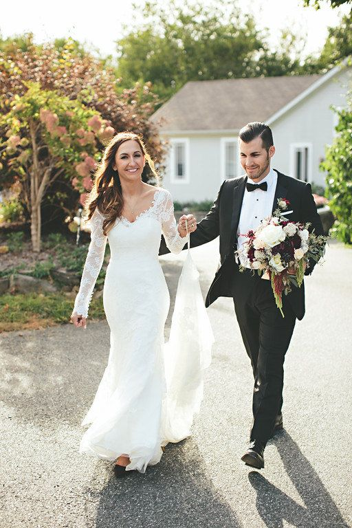 Stunning Chantilly Lace Wedding Dress Trumpet Styl…