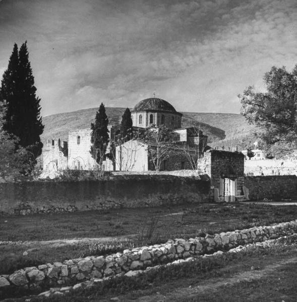 Η Μονή Δαφνίου σε φωτογραφία του Dmitri Kessel το 1944