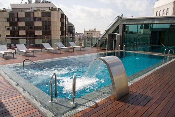 Piscina en la azotea. Hotel Santo Domingo. Madrid. http://hotelsantodomingo.es/