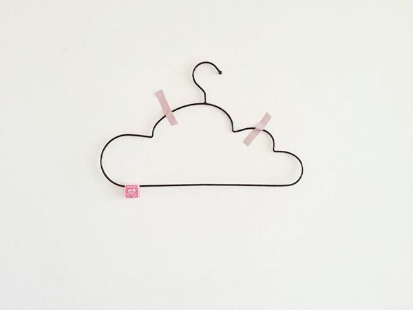 NANA cloud hanger