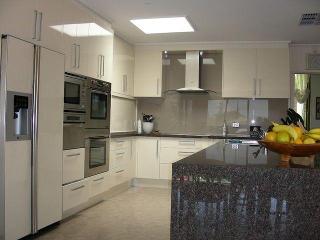 Google Image Result for http://www.kitchenssquared.com.au/thumbnaillarge/spashback-kitchen-10.jpg