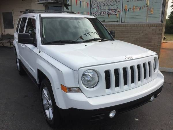 2011 JEEP PATRIOT SPORT 4WD    ONE OWNER    IMMACULATE (EVETTES USED CARS /CARFAX IN HAND) $6995
