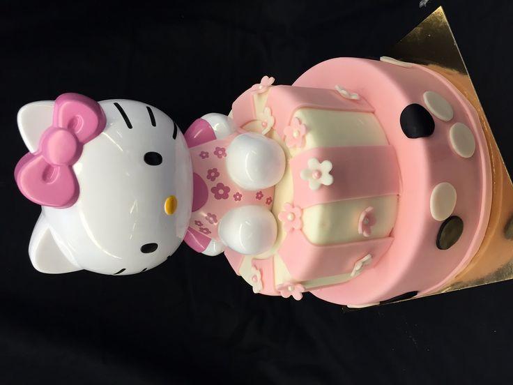 2-Stöckige Hello Kitty Torte zum selber machen - von einfachBacken