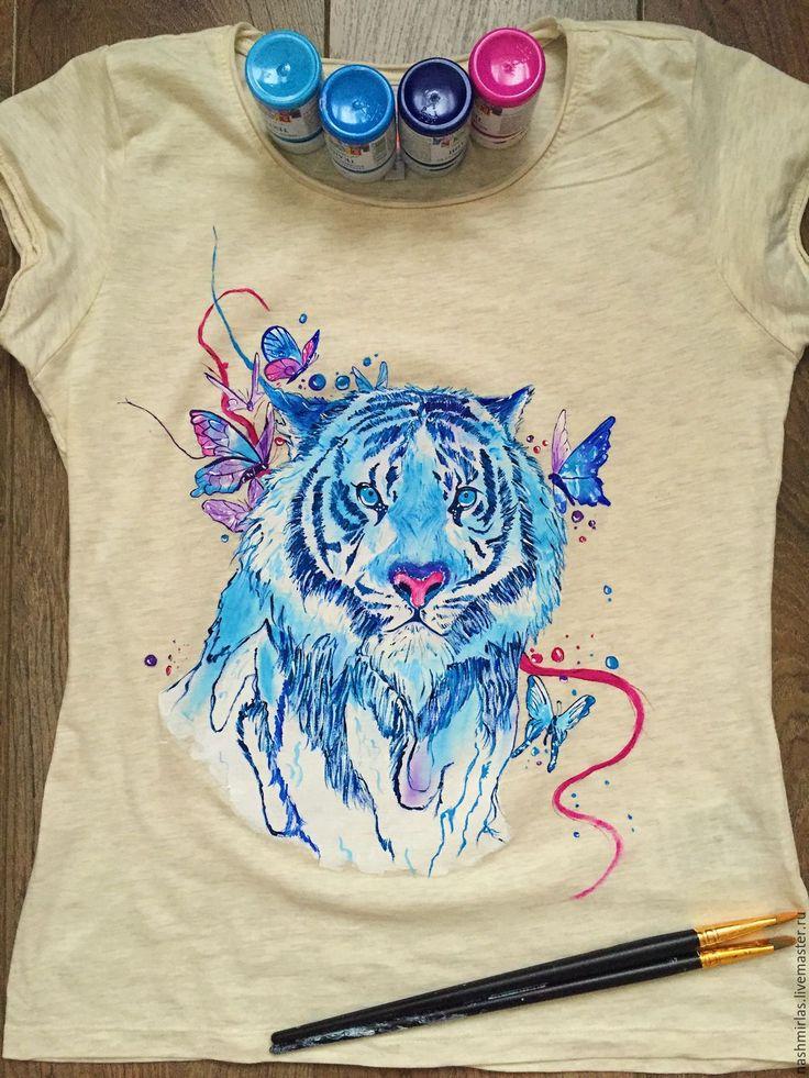"Купить ""Синий тигр"" - бежевый, тигр, бабочка, рисунок на ткани, рисунок на заказ, рисунок на футболке"