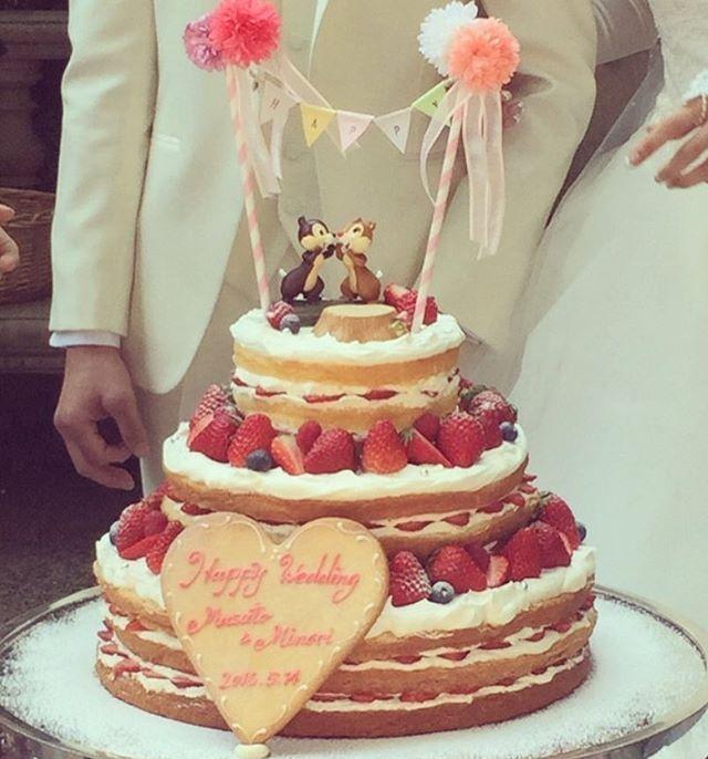 ケーキは大好きなチップとデールをのっけたかったのでそれに合うようにネイキッドにしました(﹡ˆ﹀ˆ﹡)✨ 可愛くて大満足!そしてやっぱり美味しい #キャメロットヒルズ #ウエディングケーキ #ネイキッドケーキ #チップとデール #日本中の花嫁さんと繋がりたい