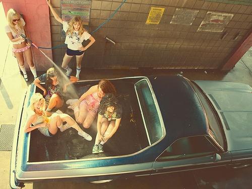 car-friends-fun-girl-girls-party-Favim.com-89110.jpg (500×376)