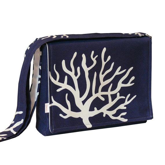 iPad Messenger Bag Padded  Blue Bag by R2SD on Etsy, $60.00: Pads Blue, Blues Ville, Messenger Bags, Bags Pads, Blue Bags, Ipad Messenger, Urban Bags, Style Pinboard