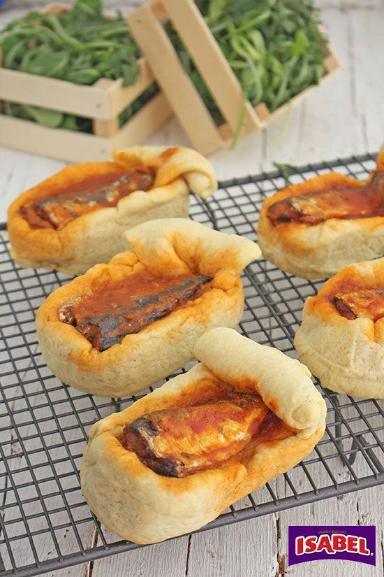 Latas de pan rellenas de Sardinas con tomate