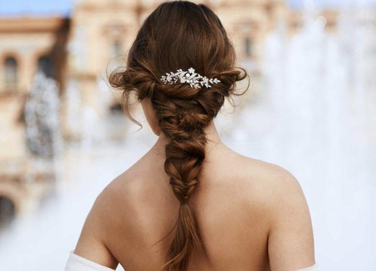 Sposa d'estate: acconciature romantiche e chic  https://www.vanityfair.it/beauty/trend-beauty/2017/07/02/sposa-destate-acconciature-romantiche-e-chic