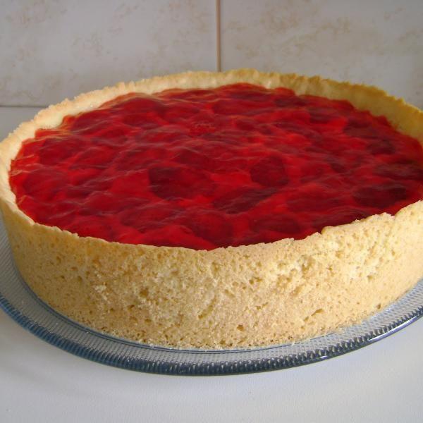 Receita de Torta de Morango Clássica - 1 colher (sopa) de fermento químico em pó, 2 colheres (sopa) de açúcar, 100 gr de manteiga sem sal, 1 unidade de gema...