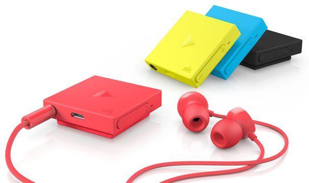 Esqueça aqueles fones de ouvido gigantes que ficam presos na orelha. O Nokia Guru não será igual a eles. O acessório com conexão Bluetooth lançado pela Nokia hoje é mais parecido com um iPod Shuffle, embora precise da conectividade de outro dispositivo para funcionar.O pequeno aparelho é claramente