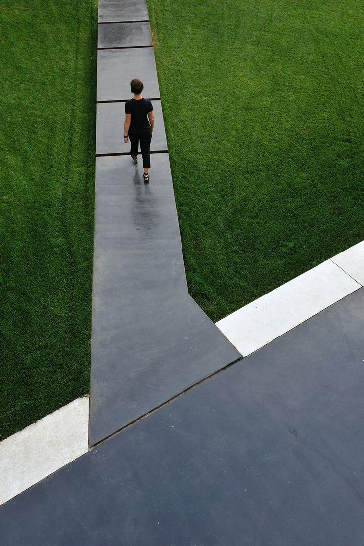dramatic pathway a-dynamic-garden