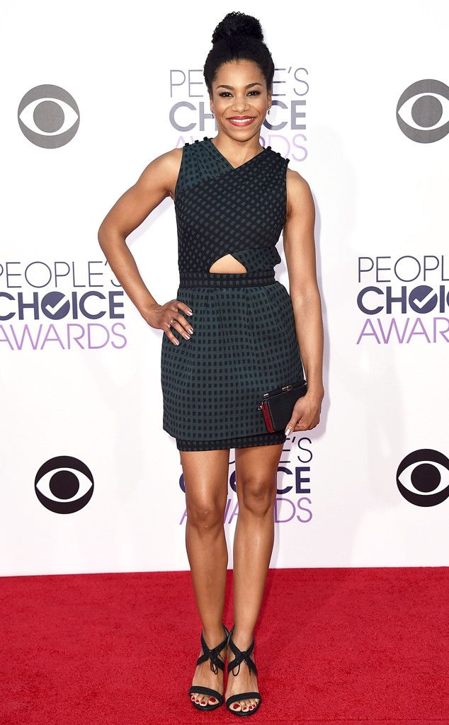 Kelly McCreary from 2015 People's Choice Awards Red Carpet Arrivals  With just a peep of midriff, the actress dark checkered dress works in a playful element.