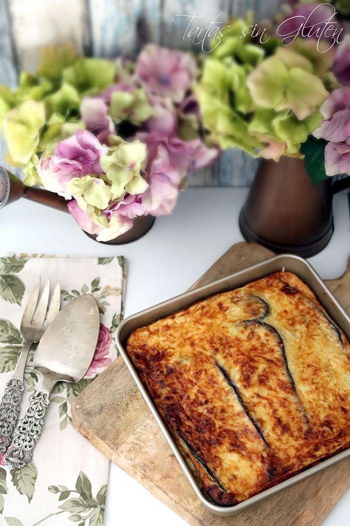 La Moussaka es una receta griega. Es una especie de lasaña, elaborada sin pasta y con berenjenas, rellena con carne de ternera o cordero. ...