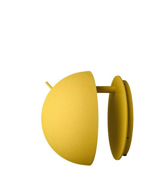 Losapliques de pared modernosRadon tienenuna forma totalmente limpia donde cada detalle está justificado. Radon consta de un soporte de pared circular y una carcasa semi-esférica. El interruptor se coloca en la parte superior de la lámpara para una fácil manipulación. La lámpara Radon wall ofrece tanto una luz indirecta como una luz directa