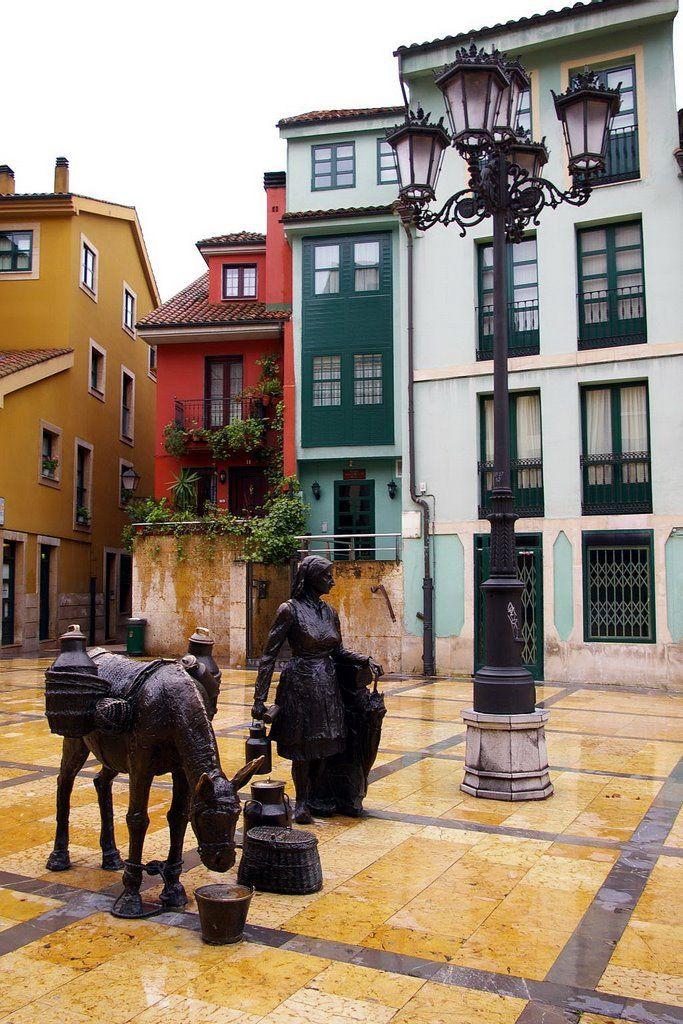 La Lechera, Plaza de Trascorrales, Oviedo, Asturias Spain