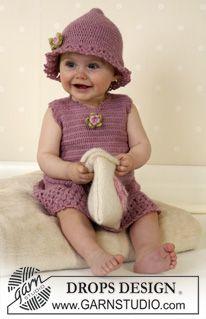 DROPS klänning , sockor och hatt med virkad kant och blommor i Alpaca + tovad väska. ~ DROPS Design