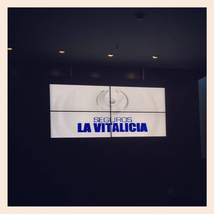 El VideoWall (2x2) de Seguros La Vitalicia #DigitalSignage #IMVINET instagr.am/p/SCJcTPC72-/
