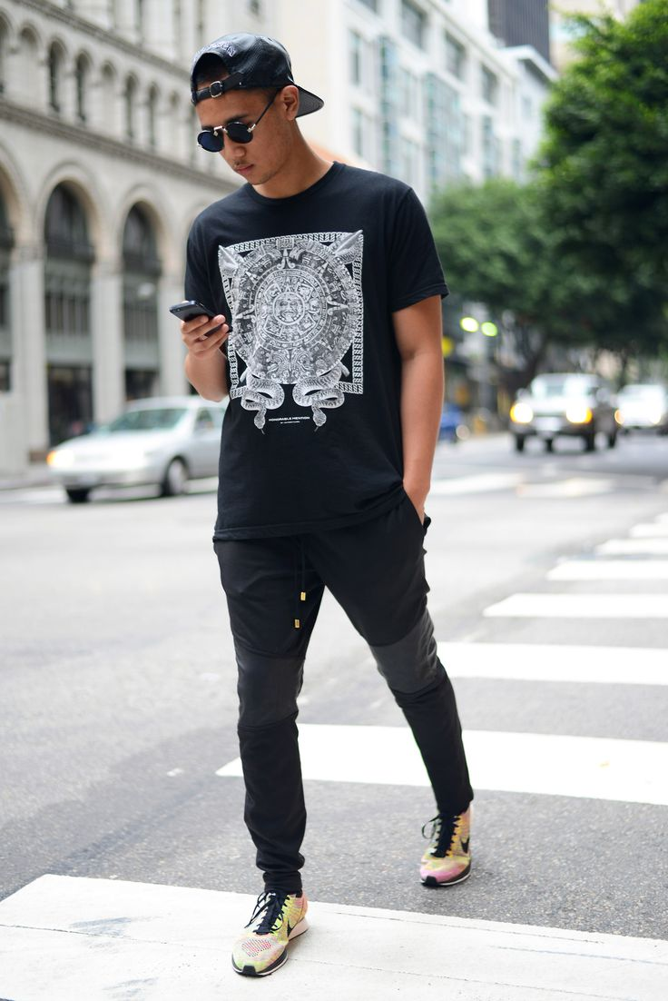 Nike. Knitfly. Sneakers. Colorful. Black & White. Clean. Youth. Express. Tee. Pattern. Print. Slim. Details. Leather. Sunglasses. City. Men. Fashion. Clothing. Street Style.