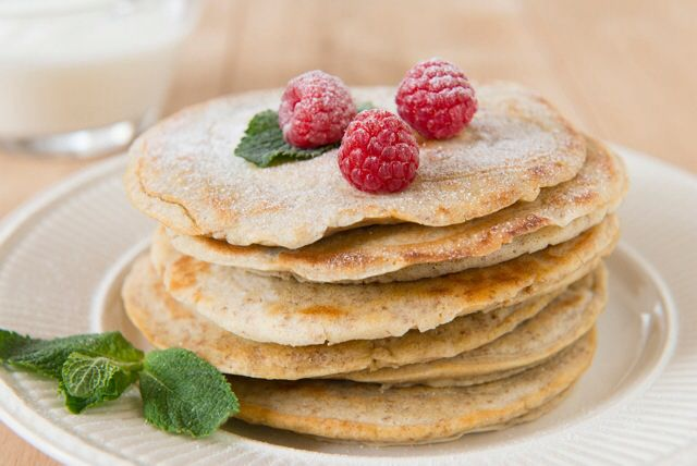 Pannenkoeken met fruit en verse munt