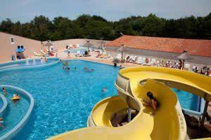 Camping Village de la Guyonnière***** - Vendée - met binnenbad - goede reviews (ruim) nadelen: niet nabij strand, zwembad mssch iets te klein
